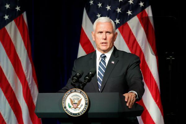 外媒:美副总统彭斯演讲提特朗普停5秒等掌声 但现场……