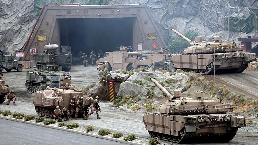 第14届阿布扎比国际防务展上的军事演习