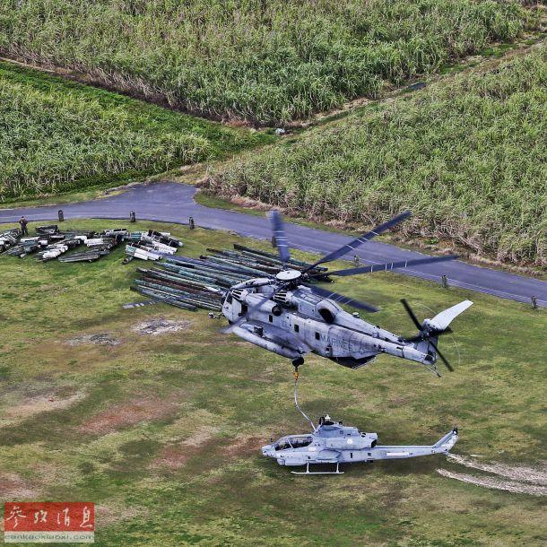 """近日,驻日美军公布一组美陆战队CH-53E""""超级种马""""重型直升机将一架因故障报废的AH-1Z""""蝰蛇""""武直,吊运至冲绳附近一座海上训练靶场(无人岛)的图片,作为服役时未满10年的最新武直,舍得将AH-1Z当靶标使用,再次体现了美军的""""财大气粗""""。23"""