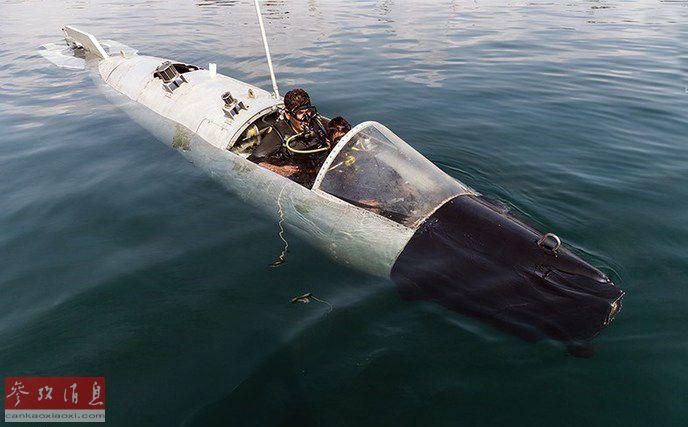 小型潜艇外形酷似拆掉机翼的废弃战机机身,独居特色。