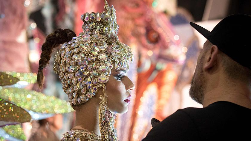 西班牙圣克鲁斯狂欢节女王争奇斗艳