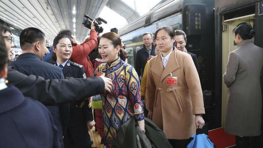 参加十三届全国人大二次会议的各京外代表团抵达北京