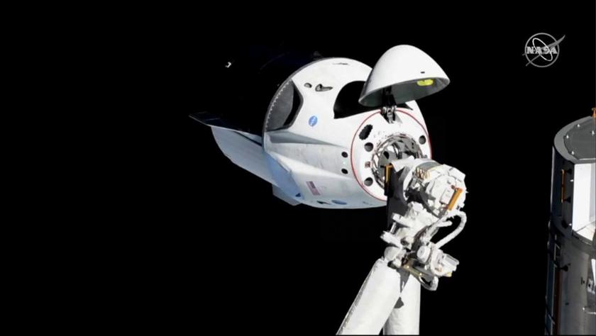 """美国载人版""""龙""""飞船与国际空间站顺利对接"""