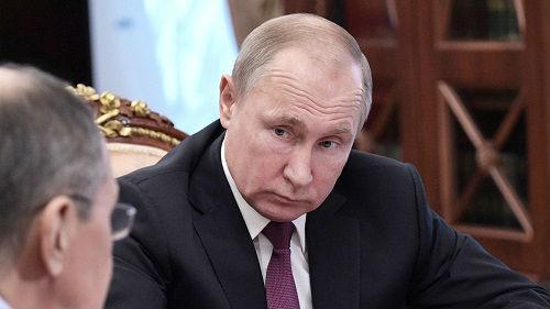 俄媒:普京下令俄暂停履行《中导条约》