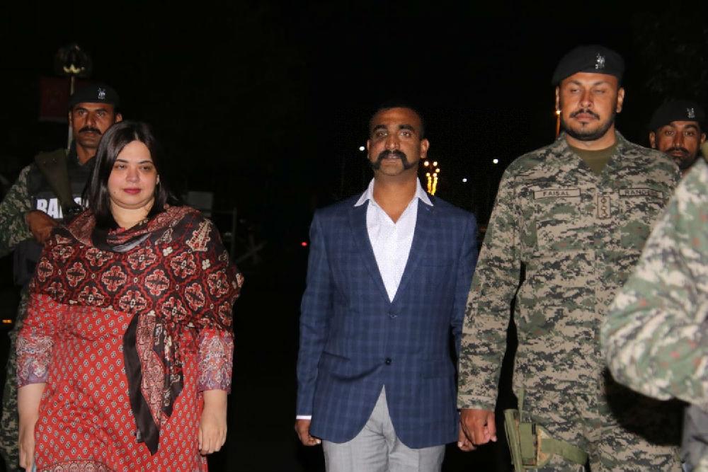 """英媒:被释放的印度飞行员意外成""""时尚偶像"""" 引发八字胡风潮"""