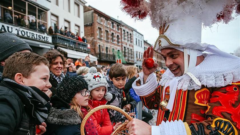 比利时班什狂欢节迎来高潮