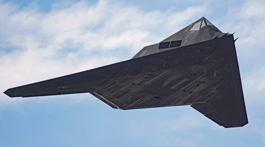 退役11年再复出?美军迷新拍F-117照片