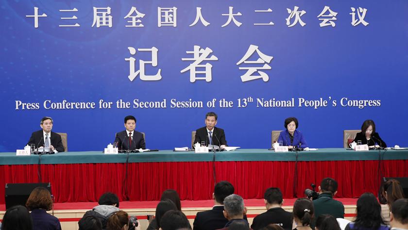 """财政部部长刘昆等就""""财税改革和财政工作""""答记者问"""