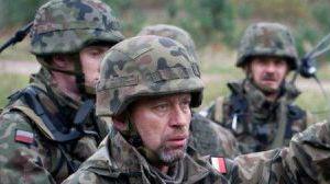 """法媒:波兰担忧俄罗斯""""威胁"""" 拟斥巨资更新装备"""