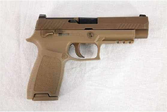 美空军开端配发M18型手枪