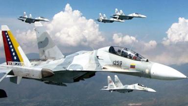练兵备战!委空军苏-30密集编队飞行