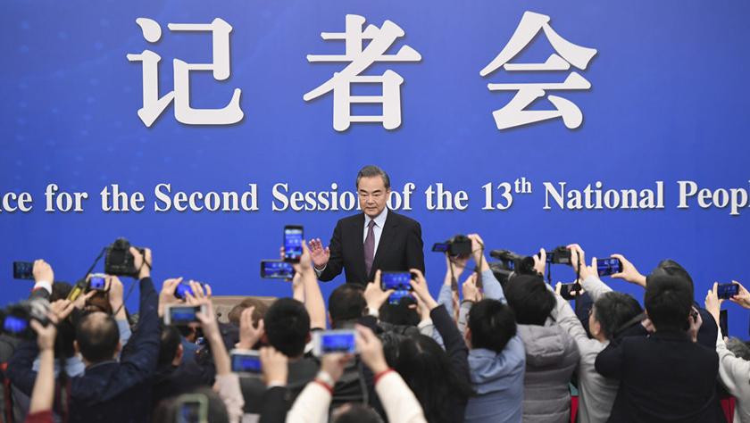 国务委员兼外交部长王毅就中国外交政策?#25237;?#22806;关系回答中外记者提问