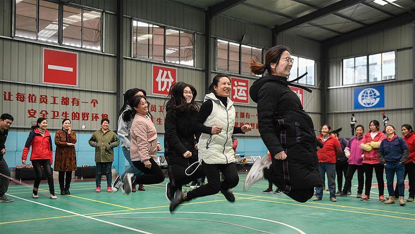 杭州:城市建设女工欢度节日
