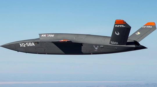 """F-35""""分身?#20445; 芭?#27494;神""""无人战机首飞"""