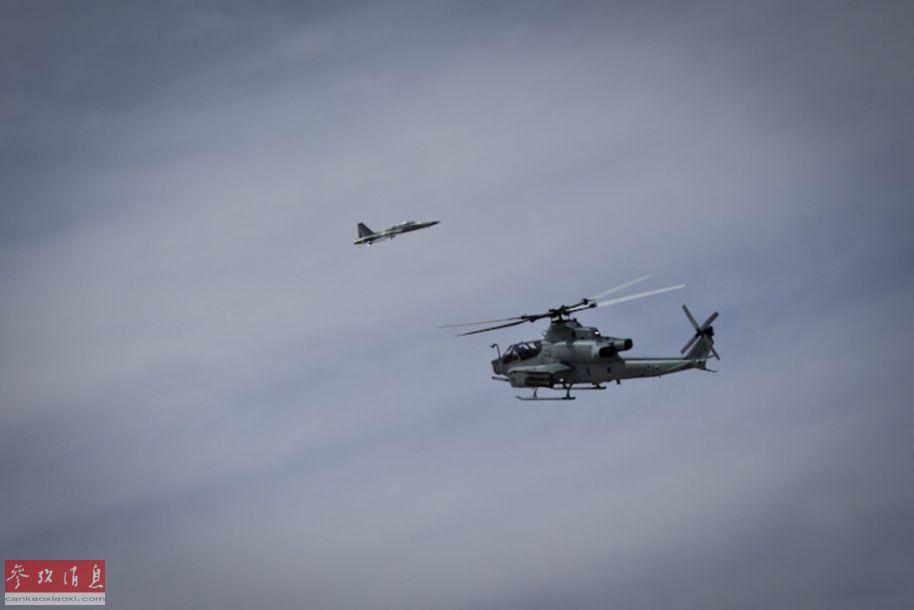 """AH-1Z武直?#23736;?#20915;""""""""米格-28?#20445;‵-5)战机。"""
