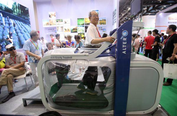 """老年人将是新资源 俄专家?#39608;?#38134;发经济""""成为中国经济新机遇"""