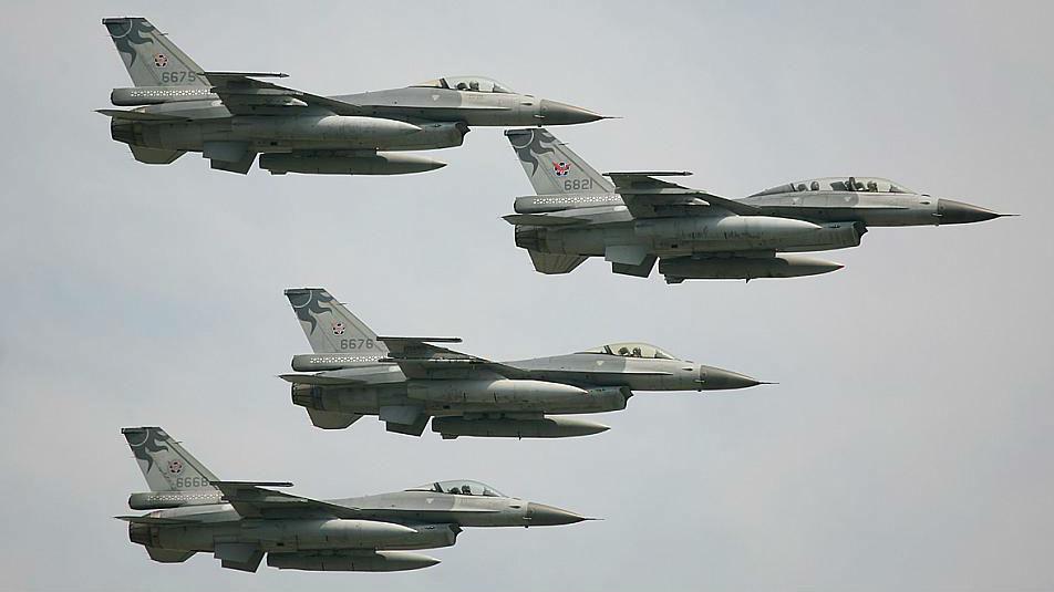 """台媒析台军求购F-16:20年内买不到F-35 """"幻影""""零件被开天价"""