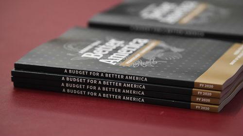 特朗普提4.7万亿美元预算申请 外媒:或让美国政府再次关门
