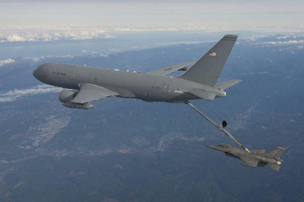 KC-46A F-16 AAR test