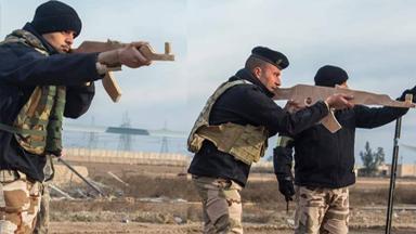 担心走火?伊拉克军队用AK-47木模训练