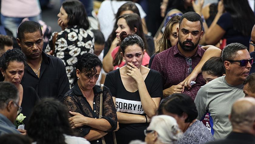 巴西圣保罗州:悼念校园枪击案遇难者