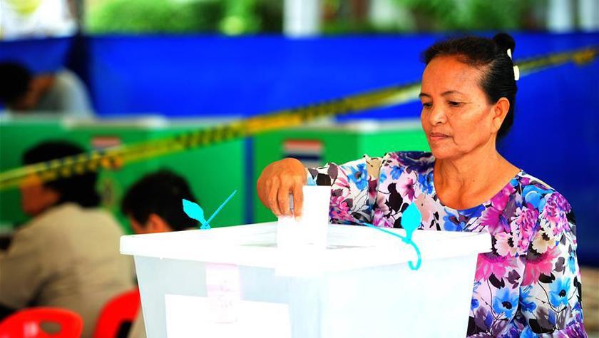 泰国选民参加大选提前投票日投票