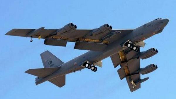 美军6架战略轰炸机飞抵英国 模拟空袭俄方目标