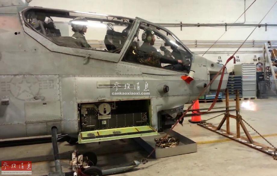 """近日,美海军陆战队罕见公布AH-1W""""超级眼镜蛇""""武直进行M197速射机炮地面校射的视频,作为一种服役近半个多世纪的经典武器,M197机炮一直是AH-1系列武直的标志性武器之一。图为AH-1W武直进行M197机炮校射截图。8"""