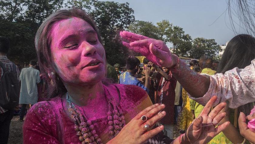 印度:洒红迎春