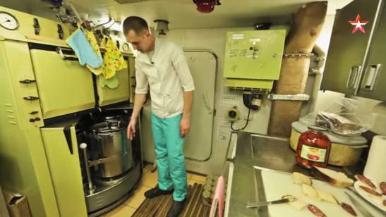 俄媒介绍俄潜艇艇员待遇 新鲜蔬果只能供应头10天