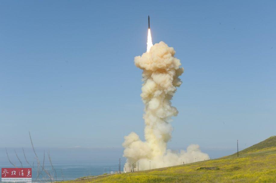 第一枚GBI拦截弹腾空而起。