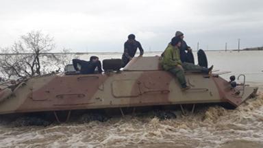 派装甲车救灾!伊朗出动军队抗洪