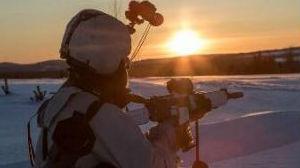 5国万余军人北欧对抗演习:一名瑞典女军人意外身亡