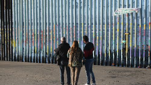 非法移民被捕人数创纪录 特朗普威胁将关闭美墨边境