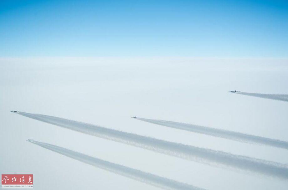 3月28日,美国空军罕见同时出动5架B-52H战略轰炸机在挪威海上空进行了飞行训练,期间挪威空军的F-16AM BM战斗机与其进行了编队飞行训练,此举威慑俄军意味十分明显,场面酷似二战美军轰炸机编队。59