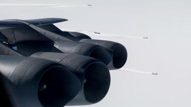 集群威慑俄军!美军5架B-52挪威海军演
