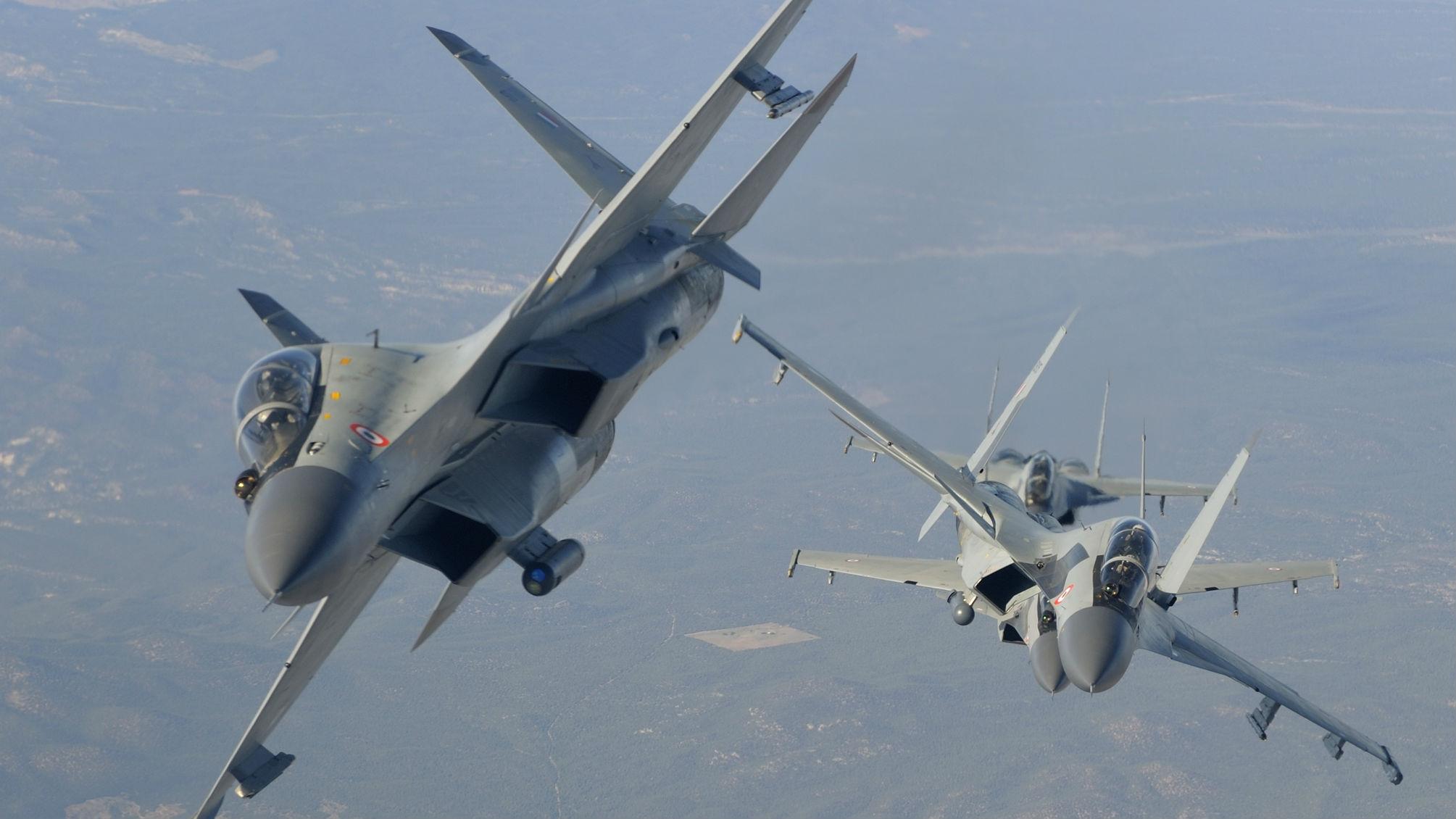 """印巴军机再次发生凌晨""""对阵"""" 印军苏-30驱离巴军F-16"""