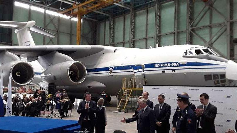 俄军接收首架伊尔-76MD-90A重型运输机