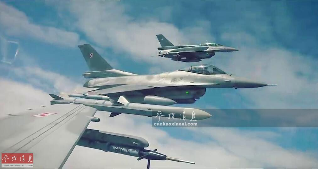 4月2日,波兰空军发布其F-16战机部队在波罗的海地区空中巡逻的最新视频,针对近期俄空天军轰炸机部队巡航意味十分明显。图为波兰F-16编队在波罗的海上空巡航视频截图,翼尖均挂有AIM-120中距空空弹。44