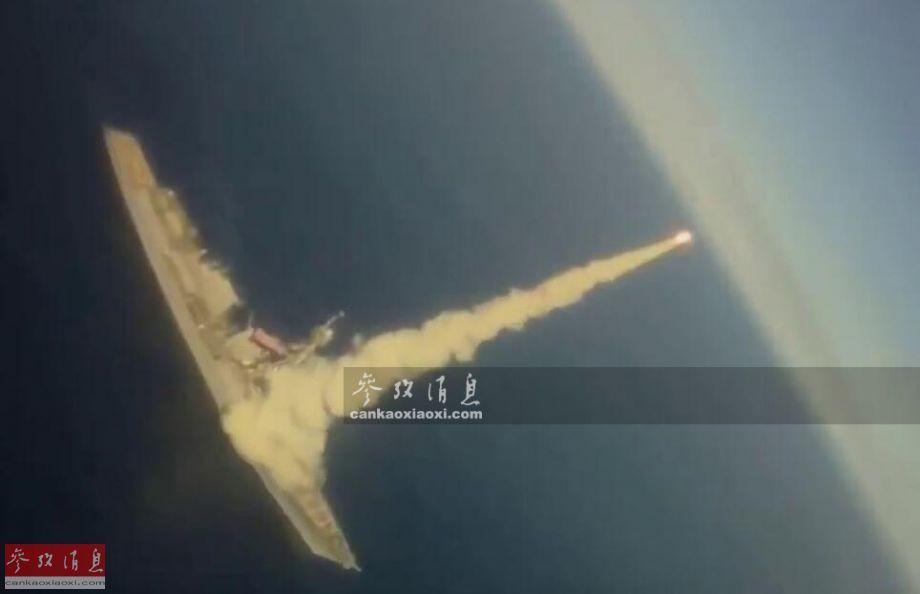 """近日,美海军罕见公开F/A-18舰载战机追踪拍摄海基型""""战斧""""IV巡航导弹打靶视频,针对俄海军意味明显。图为美海军战机航拍""""基德""""号驱逐舰发射""""战斧""""导弹瞬间。41"""