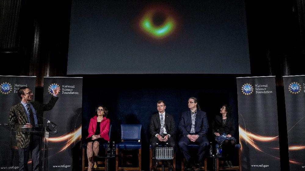 像一只发光的眼睛!首张黑洞照片令全球激动不已