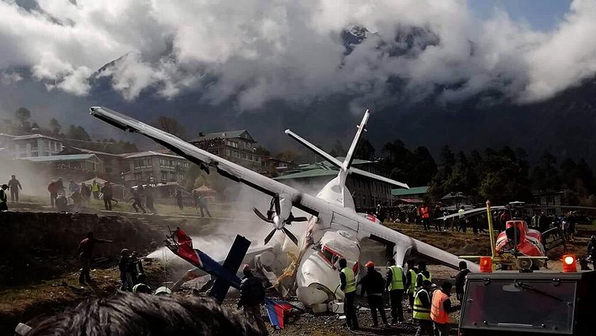 珠峰南坡一尼泊尔飞机撞上直升机