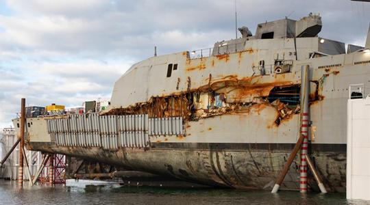 沉没4个月出水!挪威战舰舷侧现大破口