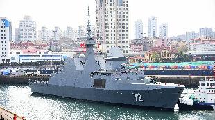 """为中国海军""""庆生"""" 首艘外国军舰抵达青岛"""