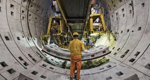 """英媒:中国经济按下增长""""快进键"""""""