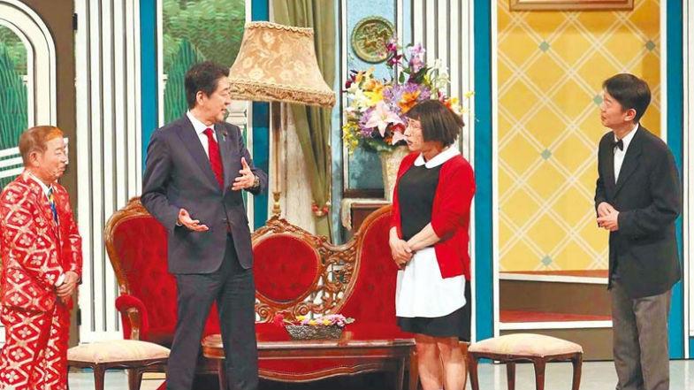 安倍登台演喜剧呼吁民众支持大阪G20 观众惊呼:是本尊吗?