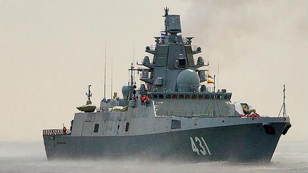 俄海军两艘新型隐身护卫舰同时海试