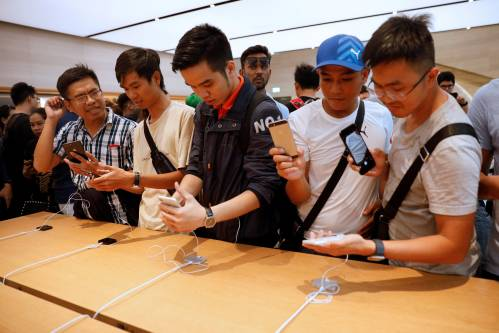 俄媒:苹果最新款手机模型首次曝光