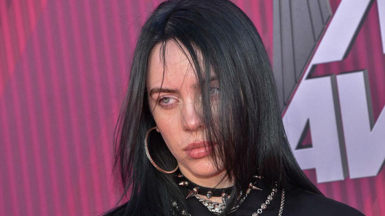 她年仅17岁,却被视为下一个国际音乐巨星——