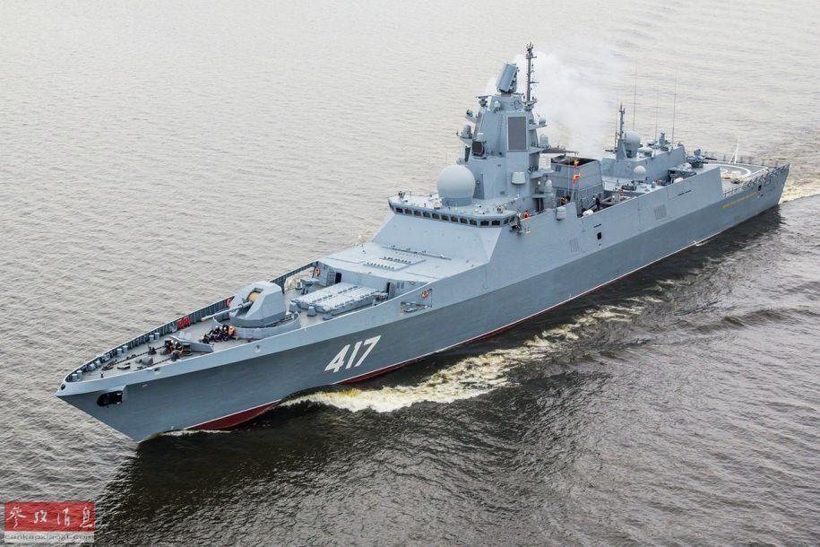 """""""戈尔什科夫""""号为俄军22350型中型防空导弹护卫舰首舰,满载排水量5400吨, 舰载武器包括一门130毫米舰炮、 48单元垂发导弹系统等。图为""""戈尔什科夫""""号(原舷号417,现已改为454)资料图。"""
